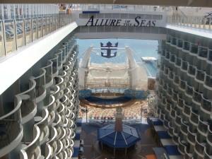aqua-theater-allure-of-the-seas
